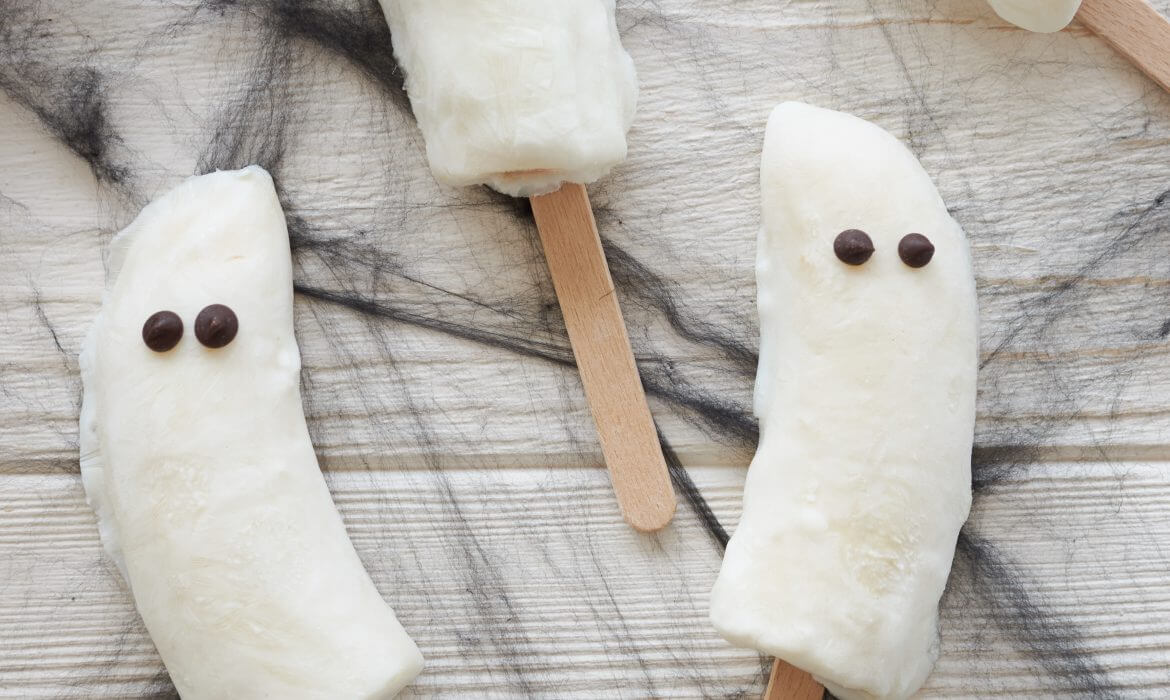 FANTASMI  DI HALLOWEEN CON YOGURT GRECO E BANANA