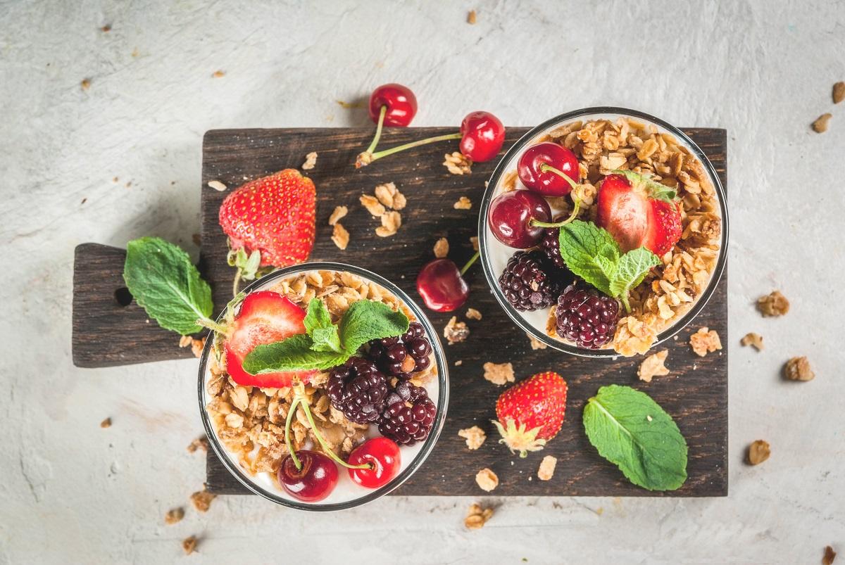 gli abbinamenti per lo yogurt greco a colazione