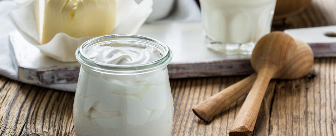 Lo yogurt greco rispetto a quello tradizionale contiene più proteine: sai a cosa servono?