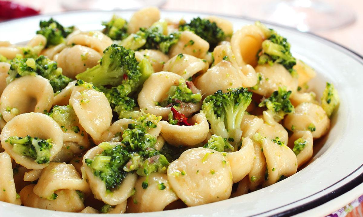 orecchiette con broccoli e feta per cena