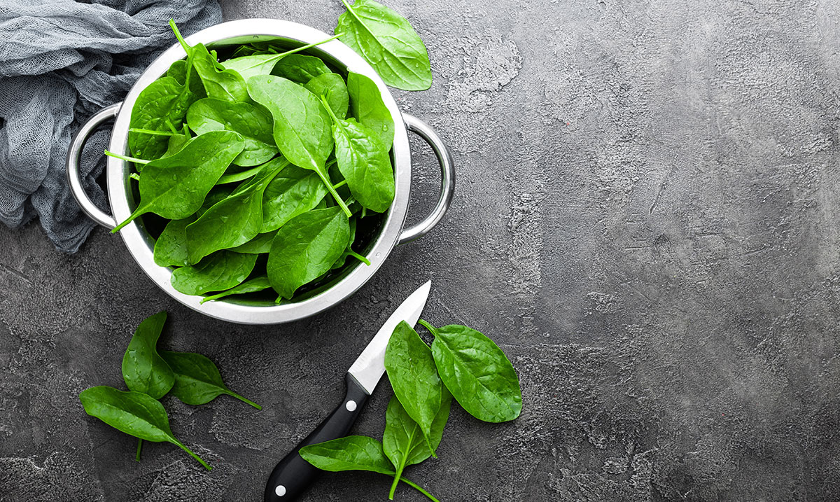 spinaci freschi da condire con yogurt greco