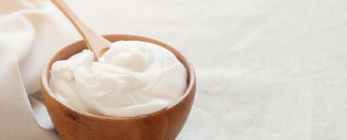 Ecco come preparare una perfetta maschera per capelli allo yogurt greco!