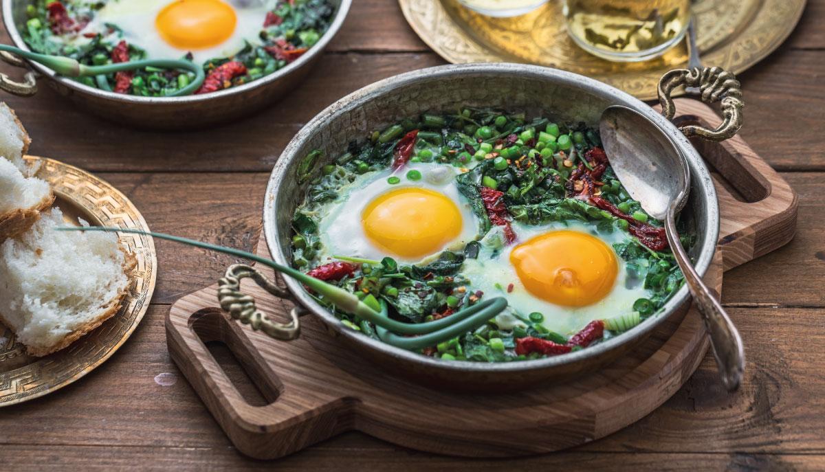 uova con feta e spinaci