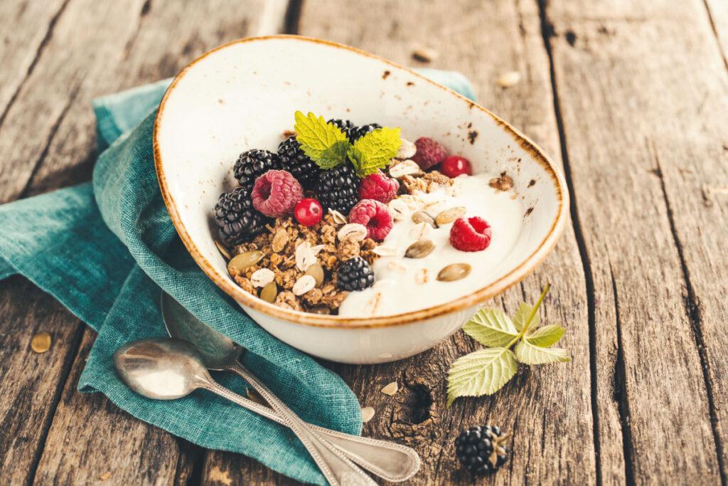 bowl con yogurt greco e fiocchi d'avena