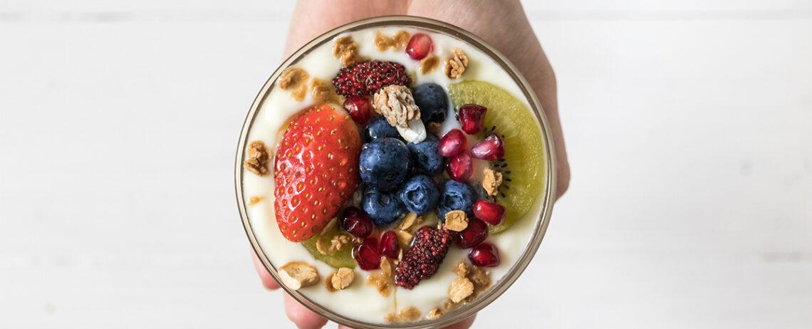 Yogurt greco e frutta: ottimo spuntino anche in inverno!