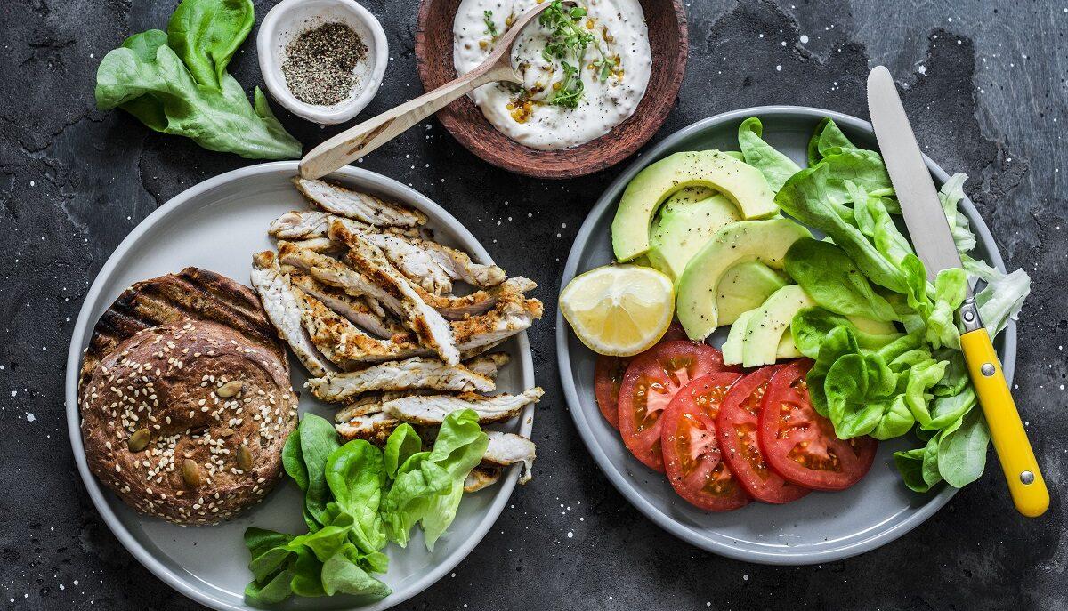 Yogurt greco prima dei pasti, 3 buoni motivi per iniziare subito