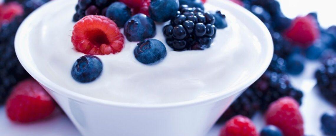 Cosa mangiare come spuntino per non ingrassare? Yogurt e altri consigli!