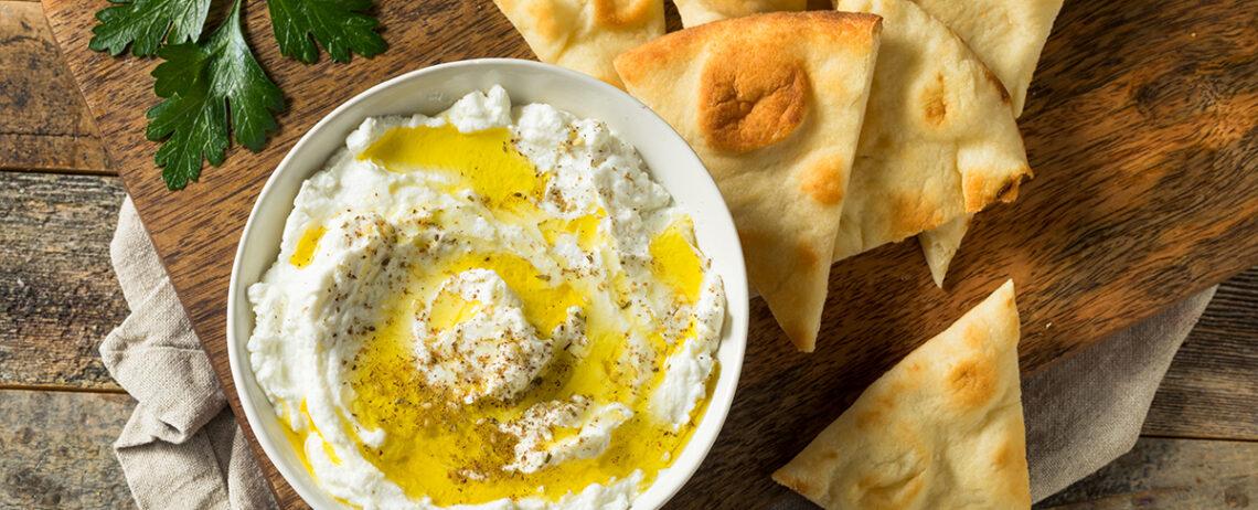 Le più buone salse con yogurt greco per insalate, carne e pesce